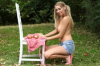Hayley marie coppin  picking apples. <p>Hayleyssecrets always gives you the&nbsp;pick of the ripest; juciest and tastist models. So today i have decieded to give you my own tasty treat and spend today picking apples :) hope you enjoy xxx</p>